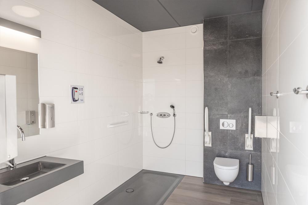 Sanitaire voorzieningen op jachthaven de kranerweerd in zwartsluis - Toilet faciliteiten ...